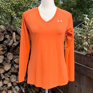5/$20 Under Armour semi-fitted long sleeve top M